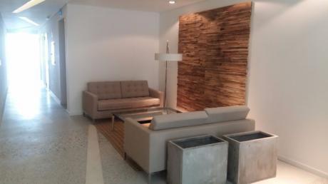 Amplio Apartamento De Dos Dormitorios Y Garaje En Malvin.