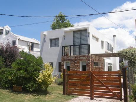 Preciosa Casa En La Barra.