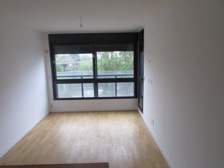 1 Dormitorio De Gran Nivel.