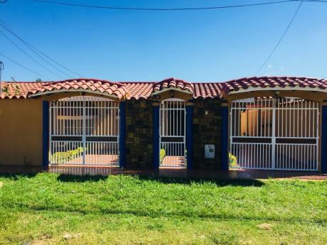 En Anticretico Linda Casa Ubicada En Radial 10 6to Anillo, 30.000