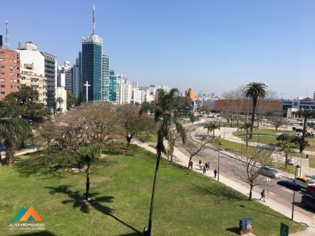 Apartamento Con Hermosas Vistas A La Plaza De La Bandera, Excelente Ubicación