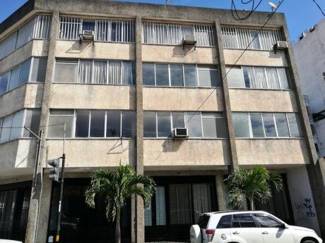 Edificio En El Centro De La Ciudad