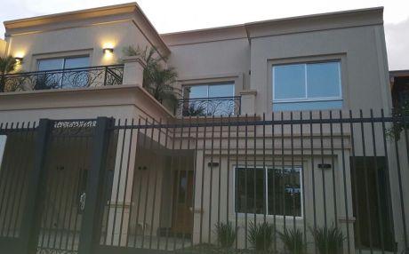 Hermosa Casa En Barrio Mburucuya