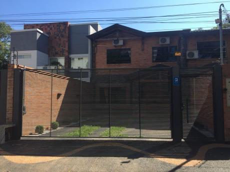 Lujoso Duplex De 6 Habitaciones Y Piscina