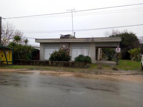 Casa Sobre Avenida, Muy Amplia Y Luminosa!!