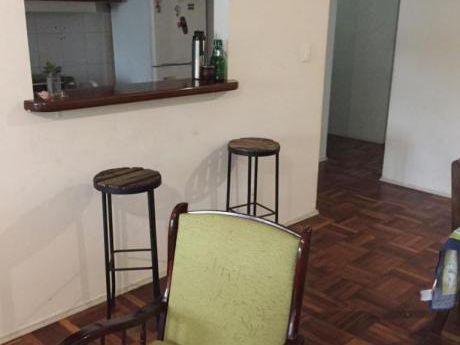 Apartamento En Planta Baja, 3 Dormitorios Y Patio