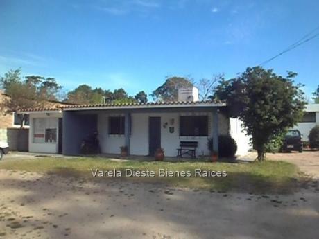 Venta De Casa Con Galpón Y Monoamb. En El Pinar. Cw74824