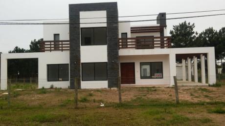Espectacular Casa En Punta Pinares, Con Vista Al Mar