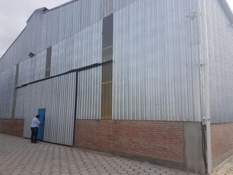Alquilo Galpon Totalmente Cerrado En El Parque Industrial