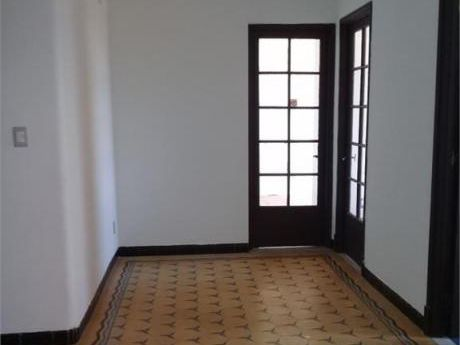 Apartamento Al Frente 2 Dormitorios  Sobre Calle  Lindolfo Cuestas