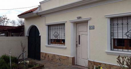 Hermosa Casa PadrÓn Único. Apta Banco. Amplia, Luminosa ,jardÍn Garage Fondo.