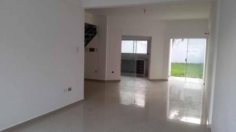 Casa En Venta, A Estrenar, Alemana Y 7mo Anillo.. $us120.000.. Wsapp. 71016411,