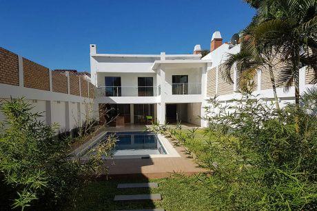 Moderna Casa En Barrio Jara, Asunción