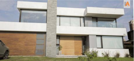 La Tahona - Excelente Propiedad - 336 M2 Edif. - 2 Plantas
