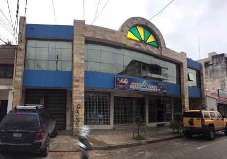 Interesante Edificio En El Centro De La Ciudad