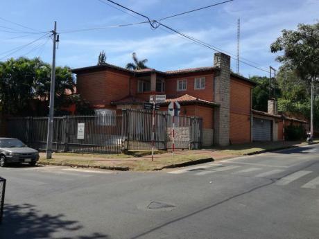 Casa En Esquina - Barrio Mcal. Estigarribia - Oficina / Vivienda