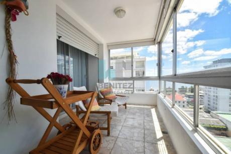 Apartamento En Alquiler De 2 Dormitorios. Zona Peninsula, Punta Del Este - Ref: 272