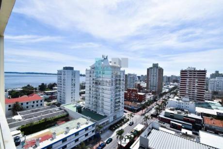 Amplísimo Apartamento En Venta De 1 Dormitorio Y 1/2! Torre Pintos Risso, Excelente Vista! Península Punta Del Este. - Ref: 5300