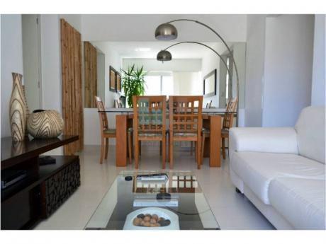 Apartamento En Venta De 2 Dormitorios A Metros Del Puerto. Divino!  Punta Del Este - Ref: 6983