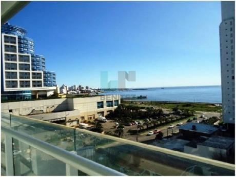 Seasons Tower. Excelente 2 Dormitorios + Dependencia A La Venta. Playa Mansa, Punta Del Este. - Ref: 7837