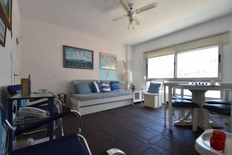El Emir. Apartamento En Venta De 2 Dormitorios + 2 Baños En Edificio Primera Fila A La Brava. Puntad El Este - Ref: 7956