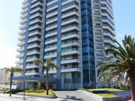 Excelente Apartamento A La Venta En Art Boulevard. Planta De 3 Dormitorios + Dependencia. Mansa, Punta Del Este.