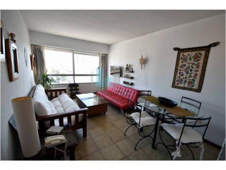 Apartamento De 1 Dormitorio En Venta. Excelente Orientación. Torre Con Servicios.