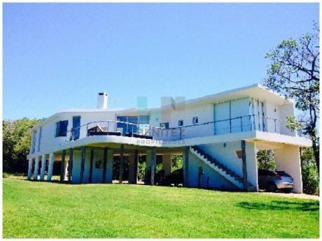 Las Grutas - Moderna Casa De 3 Dormitorios.