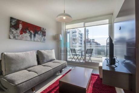 Apartamento En Venta De 1 Dormitorio, Impecable Y Moderno! Destacado Piso Alto Con Excelente Orientación!