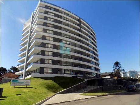 Excelente Apartamento En Venta Torre Esmeralda. Piso Alto A Estrenar Con Excelente Vista. Playa Brava Punta Del Este.
