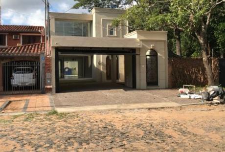 Alquilo Casa Tipo Minimalista En Ycua- Sati.