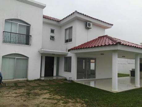 Alquilo Casa En El Urubo Condominio Santa Cruz