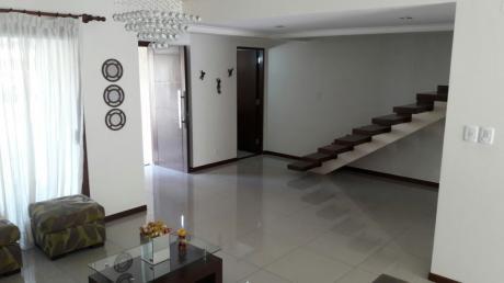 Hermosa Casa Ubicada En Uno De Los Mejores Condominios - La Hacienda Iii