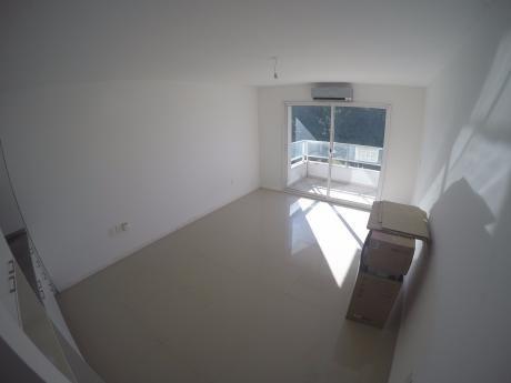 Apartamento En Puertito Del Buceo, Wtc, Rambla Y Shopping!!