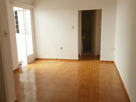 Apartamento De 1 Dormitorio Con Patio. La Blanqueada. Cte Braga Y Montecaseros.