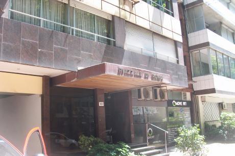 Pocitos: Ambiente Con Garage Benito Blanco 1131 Y Guayaqui