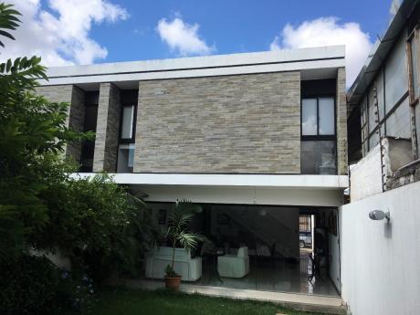 Casa En Zona Parque Los Mangales Av.beni/4o Anillo