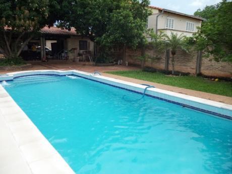 Tierra Inmobiliaria - Hermosa Y Amplia Casa Con Piscina En Lambaré!!