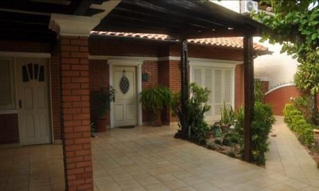 Hermosa Residencia En Barrio Herrera