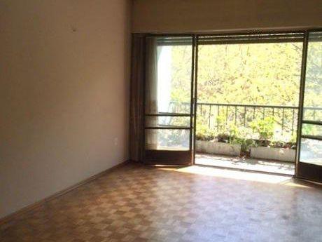 Amplio Apartamento Con CalefacciÓn Y Portero. Barrios AmorÍn Casi Constituyente.
