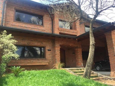 Se Vende Casa De 4 Dormitorios En Suite, Sobre Molas López
