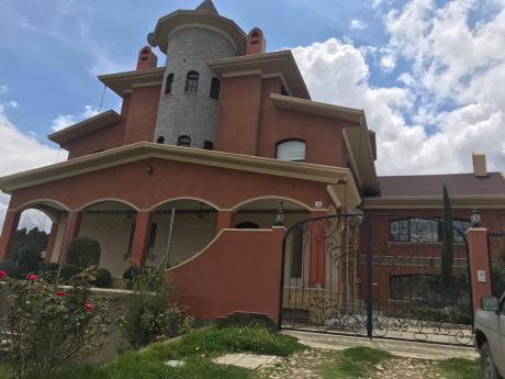 En Venta Casa Hermosa Amplia Y Cómoda Casa Zona Achumani Calle 32