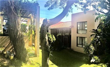 En Venta Hermosa Casa En UrbanizaciÓn Jardines Del Urubo