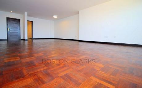 Apartamento En Alquiler: 3 Dormitorios + Servicio, 2 Garage En Pocitos Nuevo.