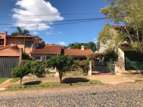 Vendo Casa En Barrio Las Carmelitas.