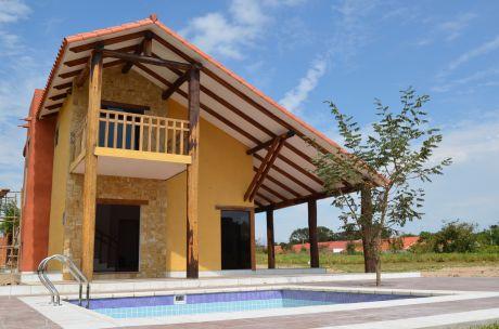 Casa De Dos Plantas - Tucan