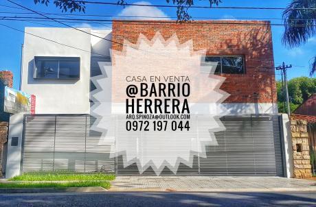 Venta De Exquisita Residencia Ubicada En Barrio Herrera.
