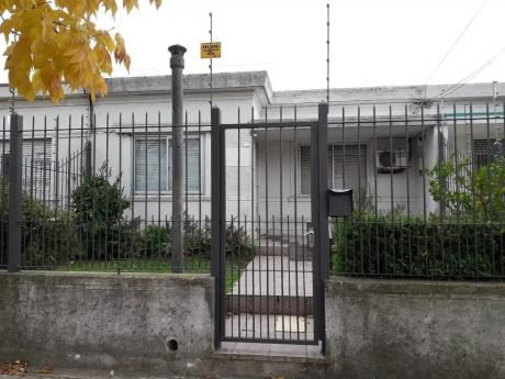 Casa Con Patio Al Frente Y Atras Con Parrillero  No Gastos Comunes!