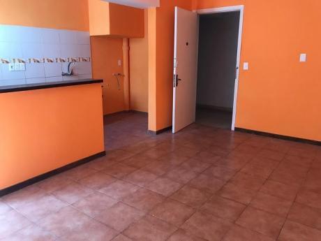 Alquilo Apartamento De 3 Dormitorios En La Comercial!