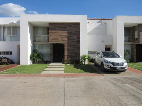 Condominio Villa De Las Mercedes